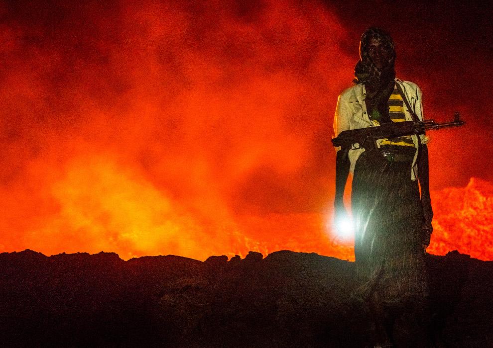 Вулкан Питон-де-ла-Фурнез высотой 2631 м на юго-востоке острова Реюньон в Индийском океане (Мас