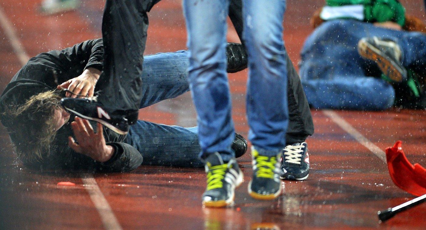 ВоВладимире футбольные фанаты устроили массовую драку впроцессе матча