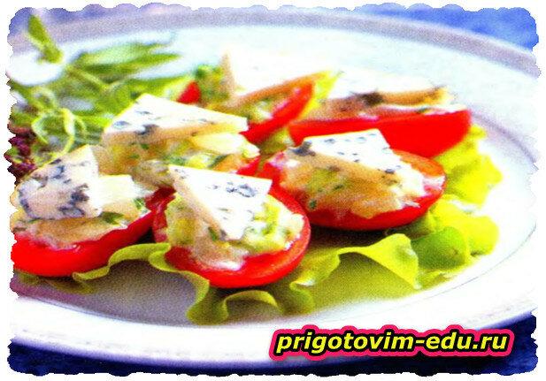 «Лодочки» из томатов черри с луковым соусом