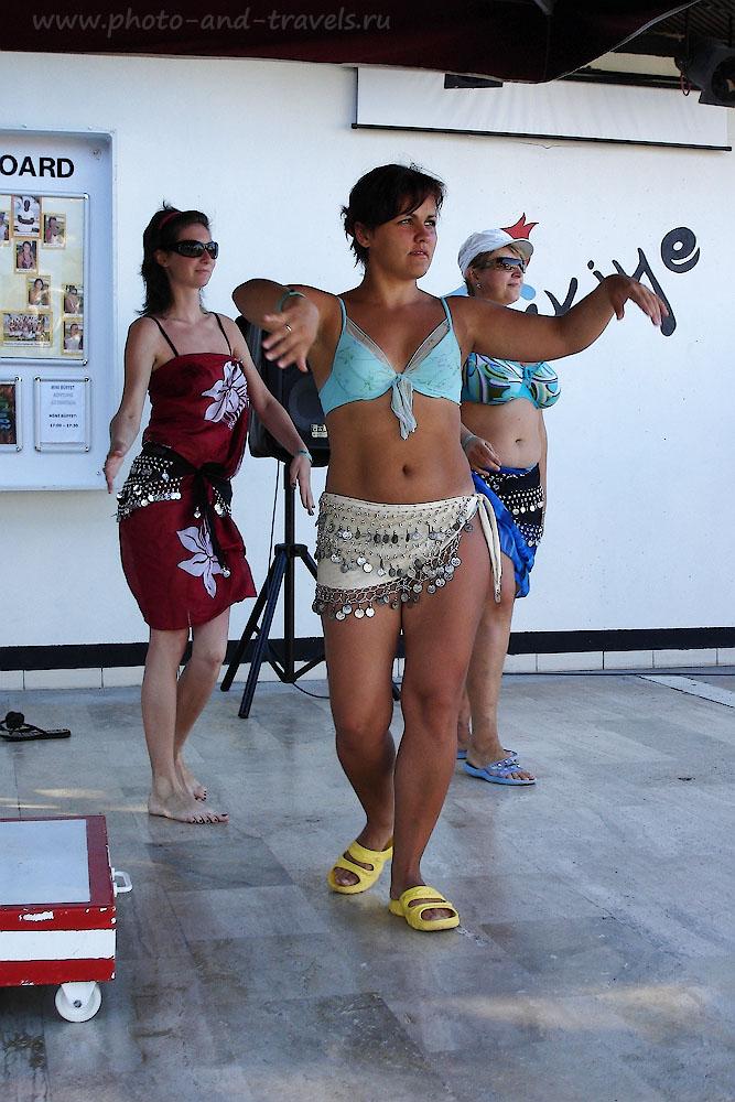 Фото 4. Курсы танца живота в отеле. Развлечения для туристов в Кемере.