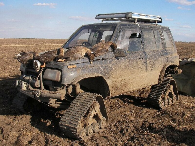 Гусенисные траки на УАЗ для охоты на уток