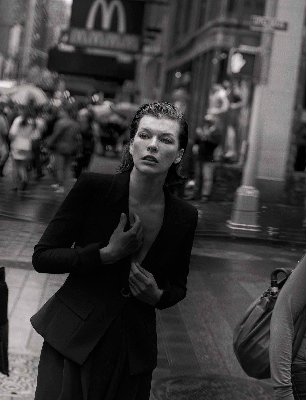 Milla Jovovich - Walking by Peter Lindbergh - Vogue Italia october 2016