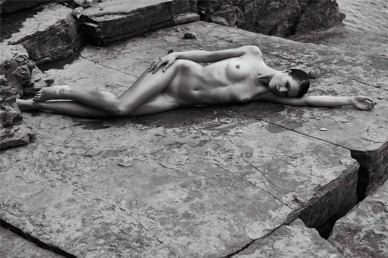 Обнаженные девушки на пляжах Ибицы / Ibiza Nudes by Diane Betties - Anne-marije