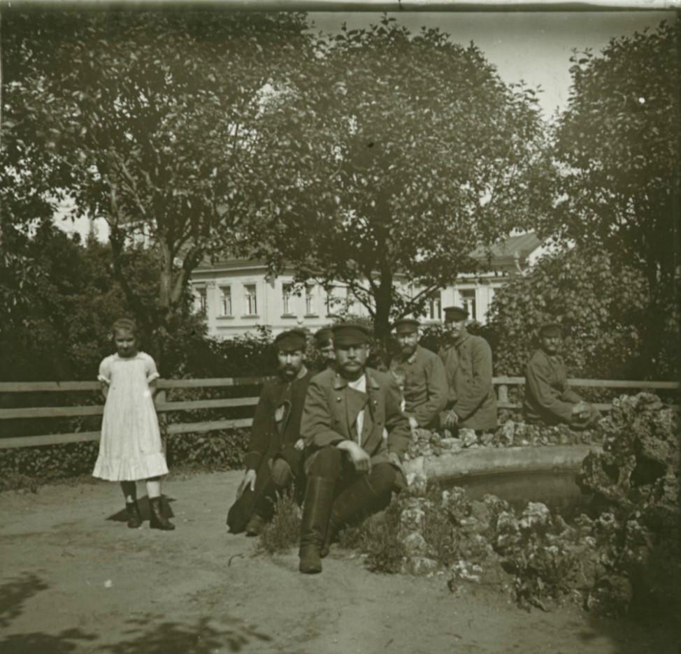 05. Во дворе Румянцевского музея. Низшие служащие