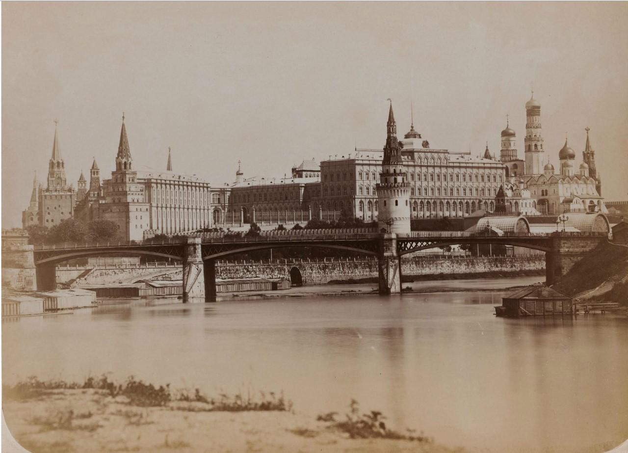 Вид Кремля с Каменным мостом