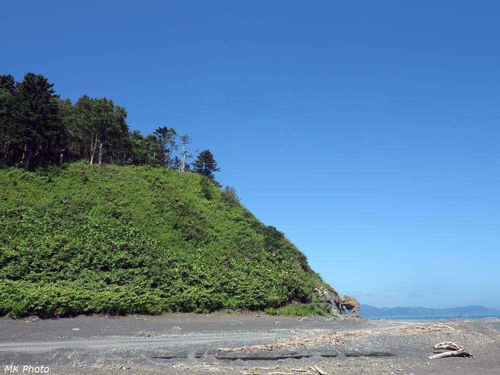 Вид на скалу с ручья - места обеда