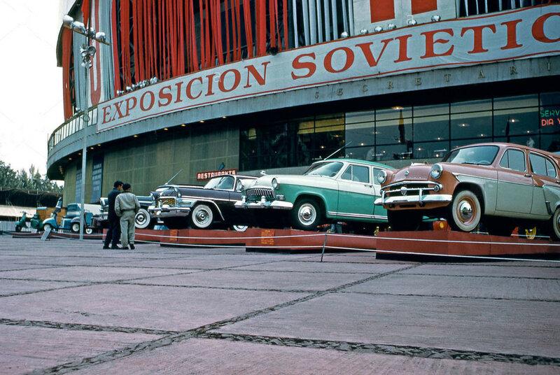 Советская выставка была открыта 21 ноября 1959 Первым заместителем Председателя Совета Министров СССР А. И. Микояном, и действовала до 15 декабря 1959 года.jpg