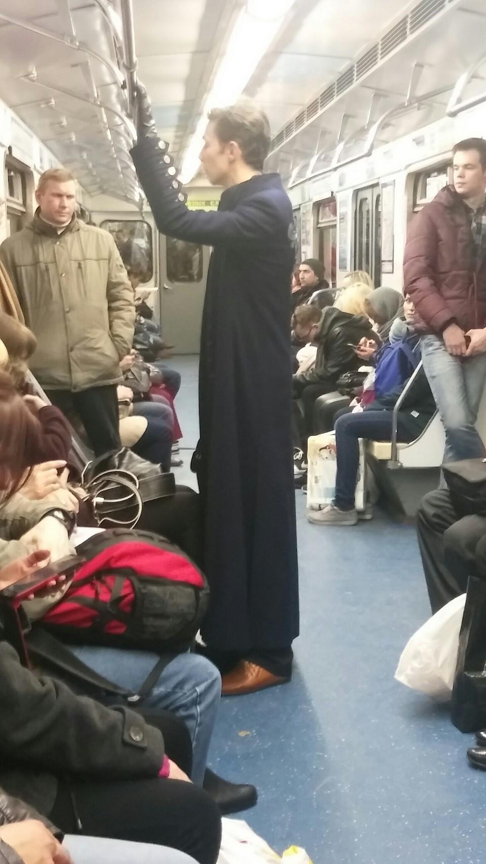 многие чудаки в метро фото отец синс