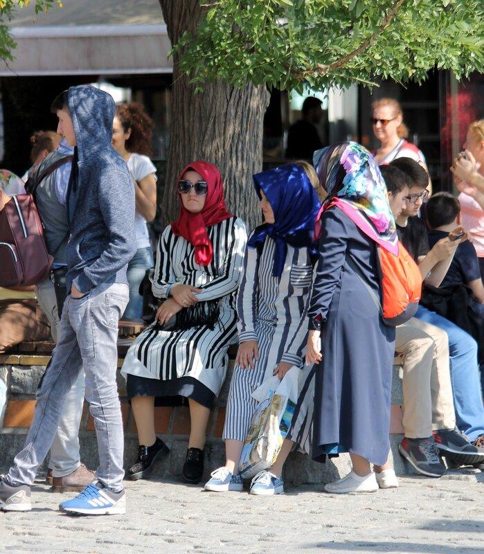 Стамбул. Воскресный день на площади Ортакёй (Ortaköy Meydanı)