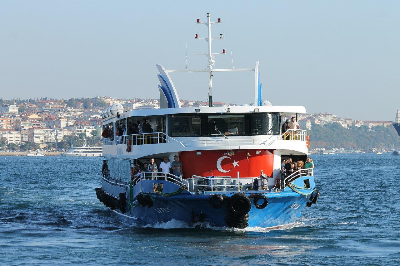 Стамбул. Босфор у Бешкиташа