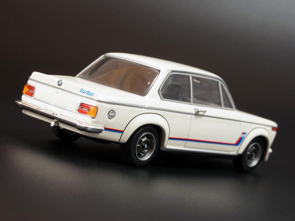 BMW_2002_M2_03.jpg
