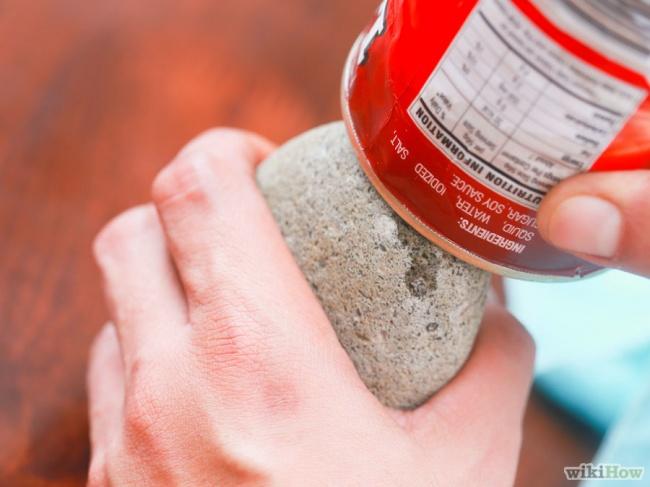 © wikihow  Этот идругие способы, как открыть консервы без консервного ножа, смотрите здесь .