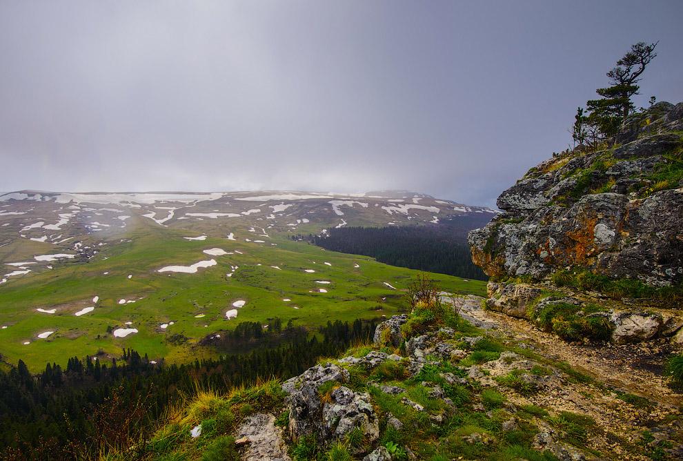13. Но, сожалению, было пасмурно и шел снегодождь, что портило всю панораму: