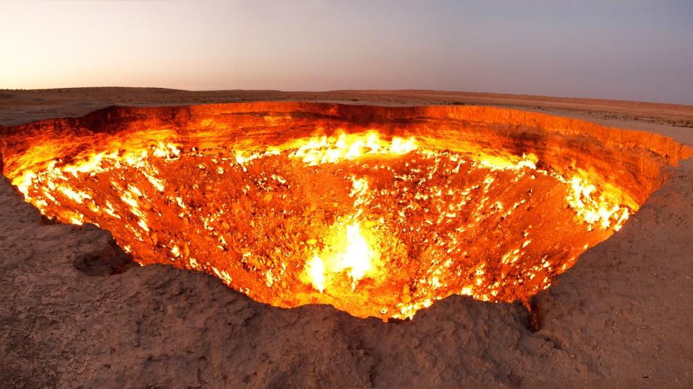 © Tormod Sandtorv  Дарваза (Darvaza)— это гигантский горящий кратер около 60метров вдиаметр