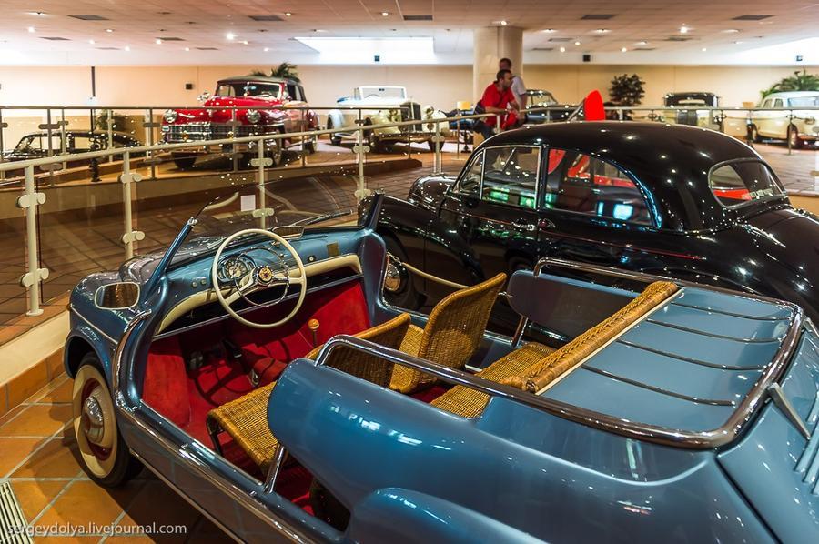 27. Прикольный Fiat 1959 года с плетеными сиденьями.