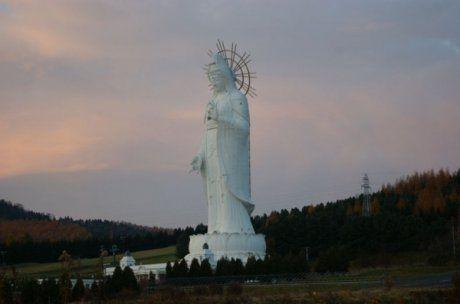Памятник Петру I в Москве. Возведен в 1997 году скульптором Церетели, высота монумента 96 метров.
