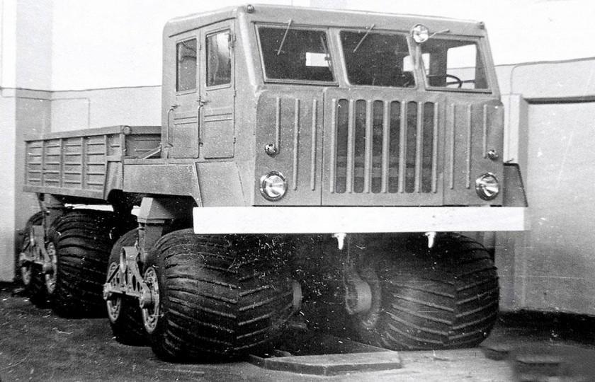 Проходимец на гусеничном ходу В 60-х годах прошлого столетия в научно-исследовательском автомобильно
