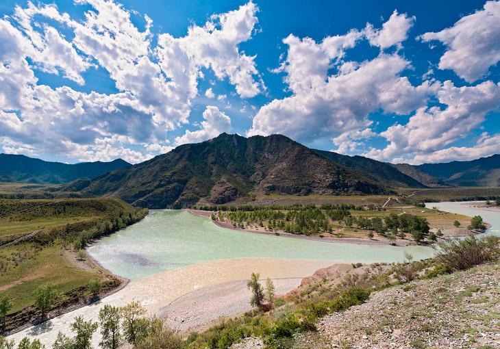 Текст НГС.НОВОСТИ   1. Ежегодно тысячи новосибирцев едут на Алтай по одной из красивейших в