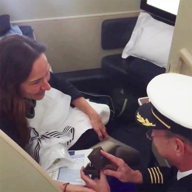 © Qantas / Facebook.com  Конечноже Ана ответила заветным «ДА!» Вот такая неземная любовь.