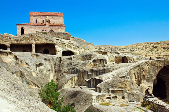 Вардзиа В Вардзиа не так-то просто добраться, но этот пещерный монастырь времен царицы Тамары намног