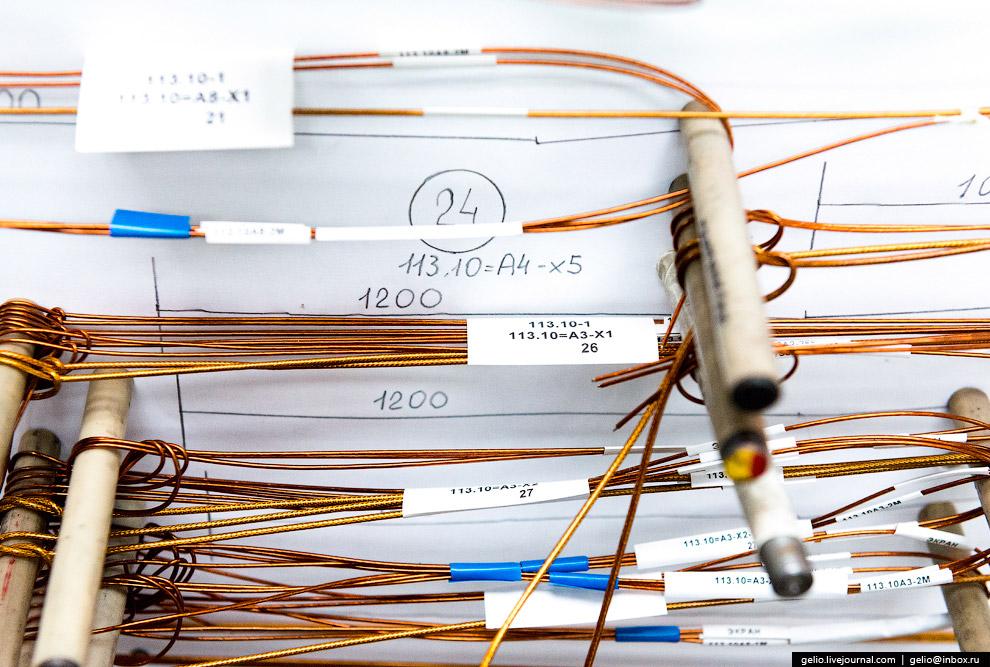 27. Монтаж электрооборудования в фюзеляже. Численность работников ВАСО составляет около 5000 че