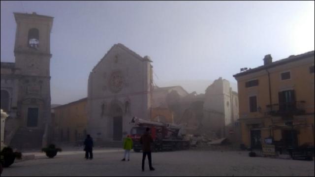 Очередное сильное землетрясение вИталии: 100 тыс. остались без крова