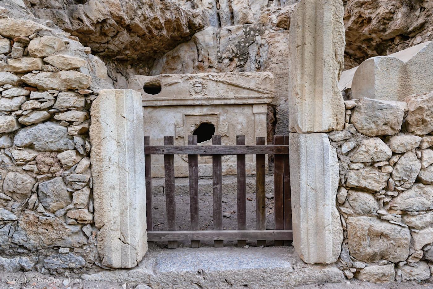 Фото 21. Саркофаг капитана Эвдемоса (Sarcophagus of captain Eudemos) в античном городе Олимпос, что рядом с поселком Чиралы в Кемере. 1/50, 6.3, 1600, 54.