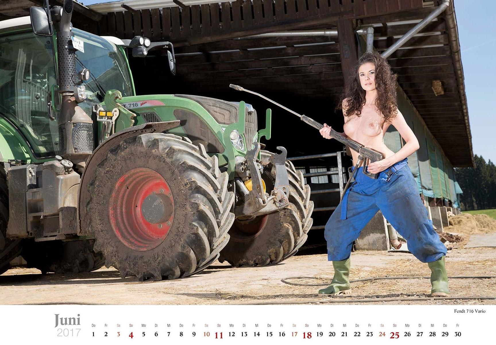Девушки и трактора в эротическом календаре 2017 / Fendt 716 Vario - Jungbauerntraume calendar 2017