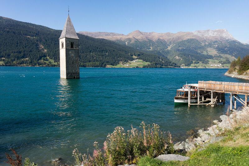 затопленная колокольня в Graun im Vinschgau на Reschensee