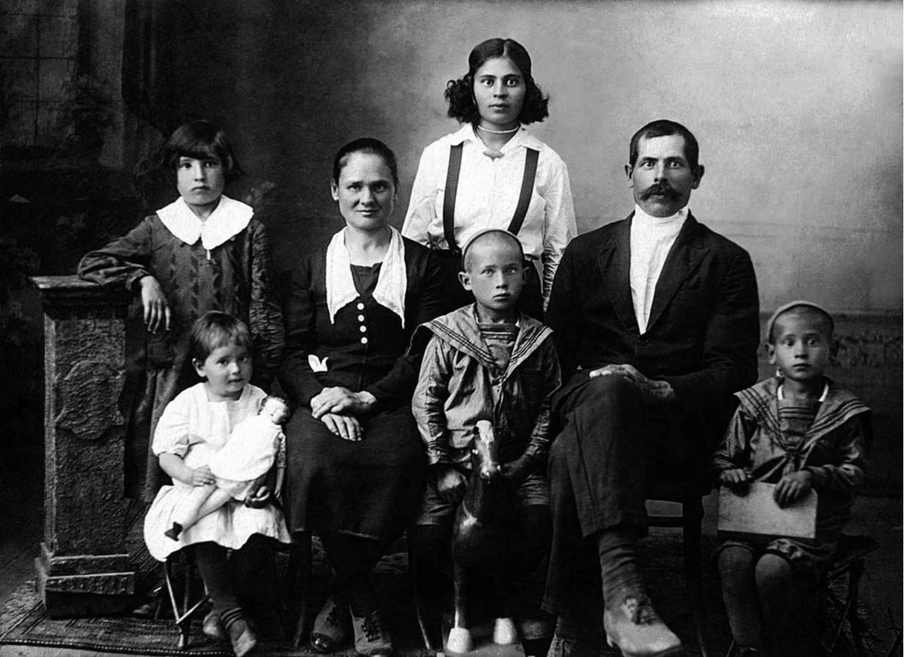 Николай Григорьевич Бухарин (1896-1938). До ареста - машинист водокачки ст. 1-е Полетаево Юур жел.дор.