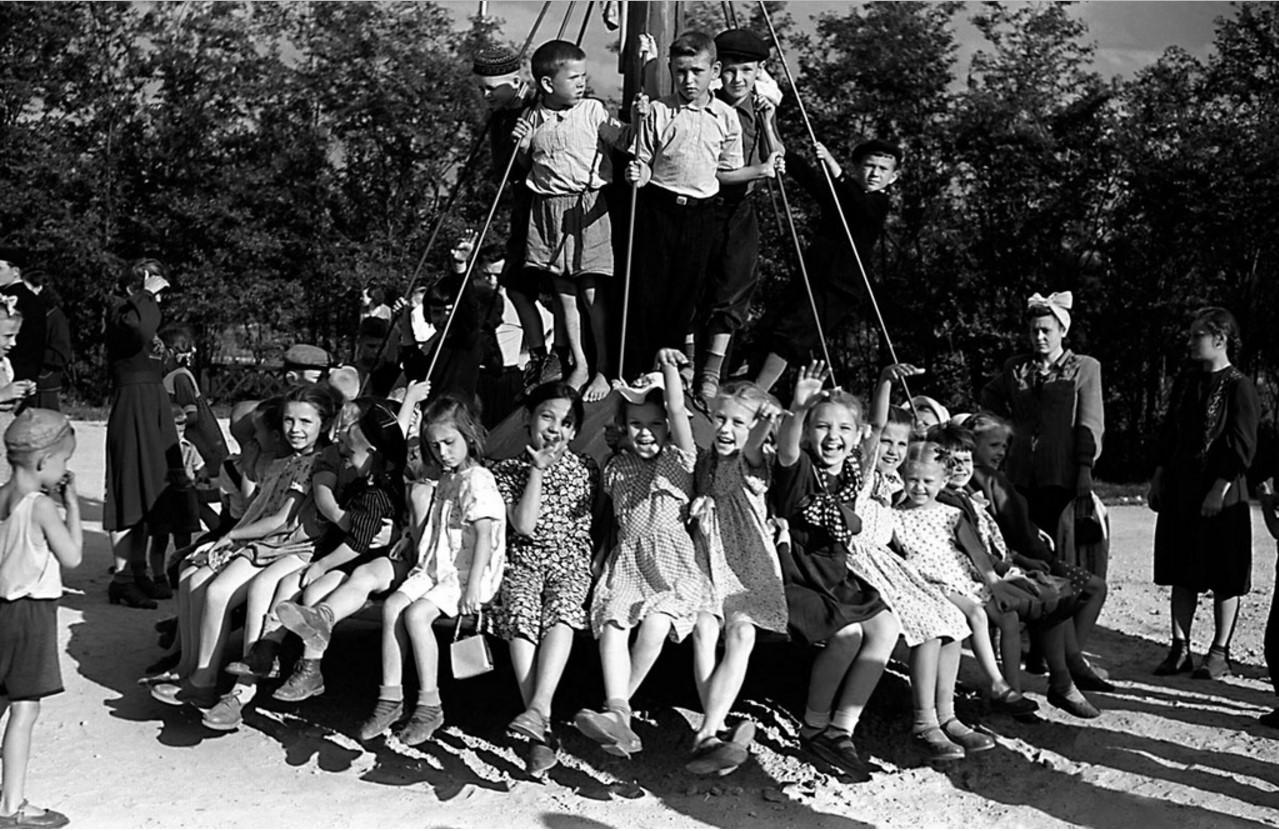 Челябинск. Детский парк. Карусель (1951)