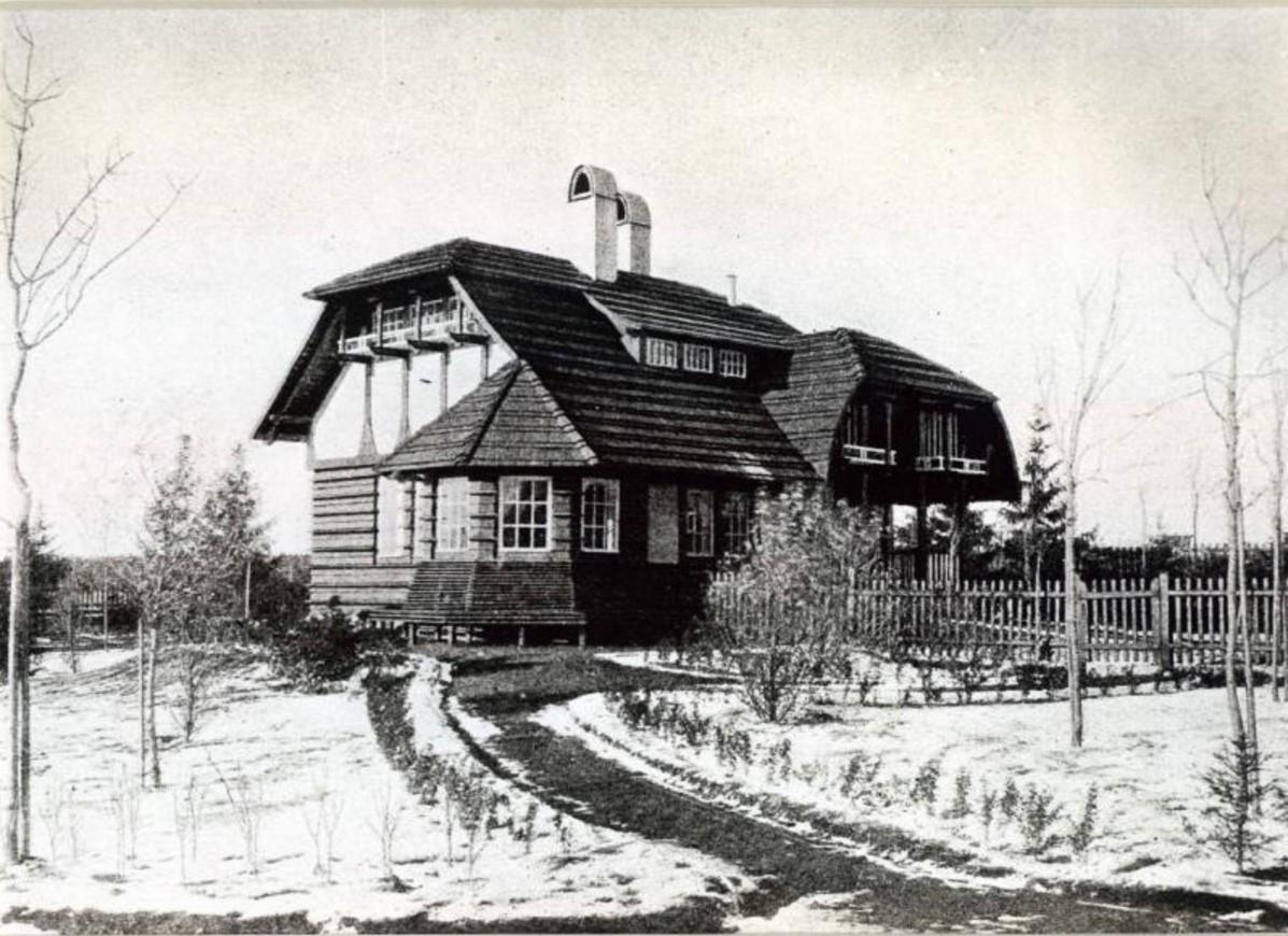 1910. Дом садовника в усадьбе Морозова