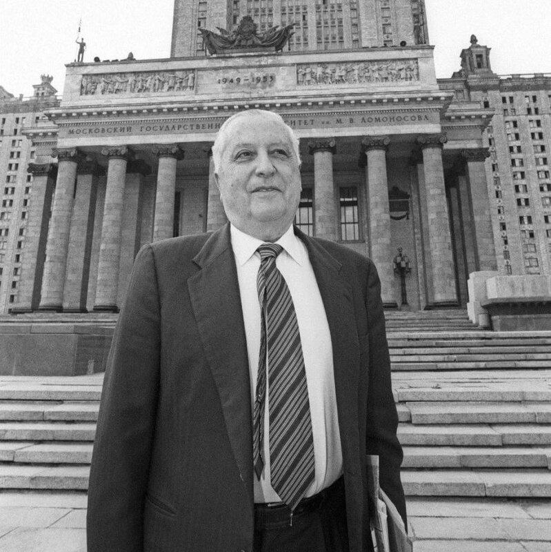 фото 3 - Илья Пригожин рядом с МГУ.jpg