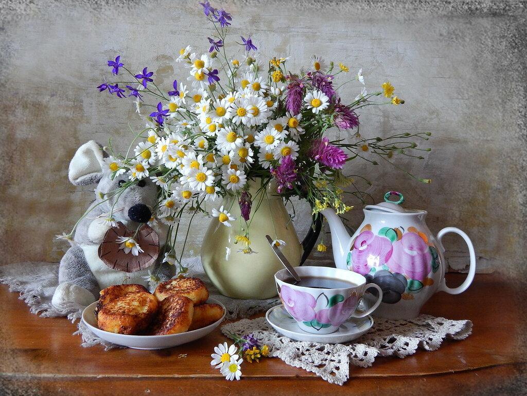 Утренний чай с сырниками.