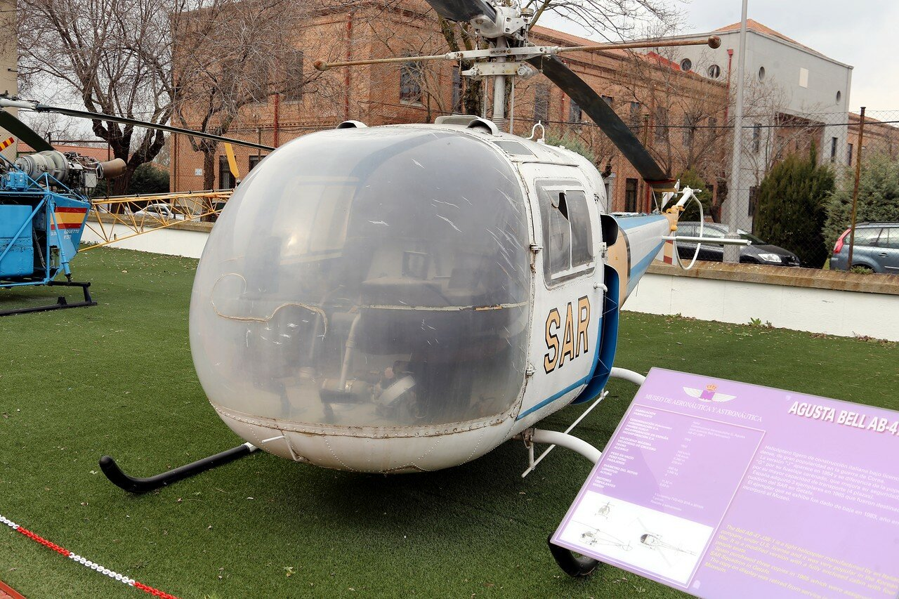 Agusta Bell 47 J3B-1 helicopter (Museo del Aire, Madrid)