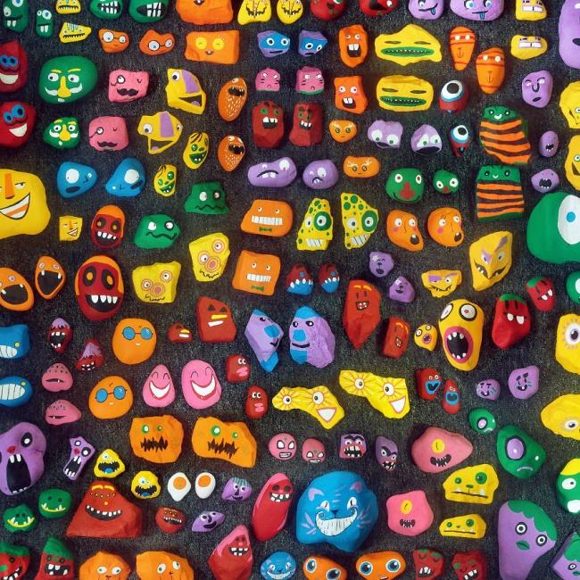 © Rock Around / facebook.com  Вторую половину камней художник иего дети спрятали вразных уго