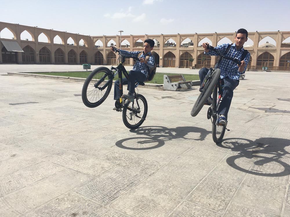 """Исфахан. «Исфахан когда-то был одним из городов Шелкового пути, поэтому столичные жители говорили: """""""