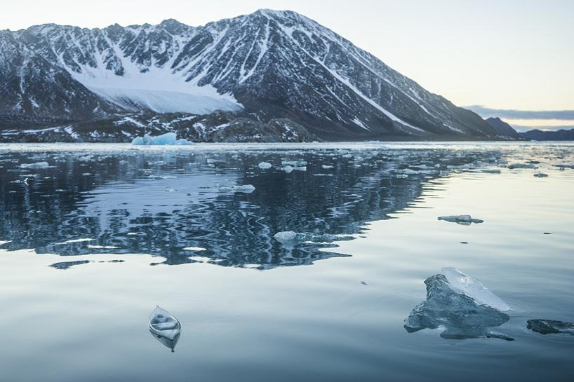 Макет лодки изо льда