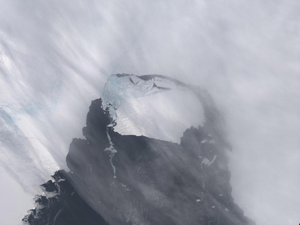 Трещина в леднике Пайн Айленд, 2011 год. Значительное изменение толщины ледника Пайн Айленд и о