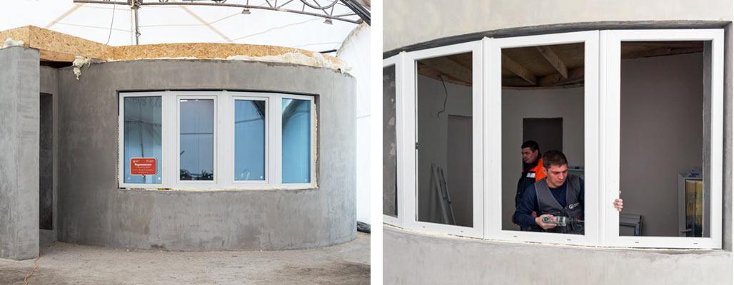 Возведенный дом состоит из прихожей, ванной комнаты, гостиной и кухни.