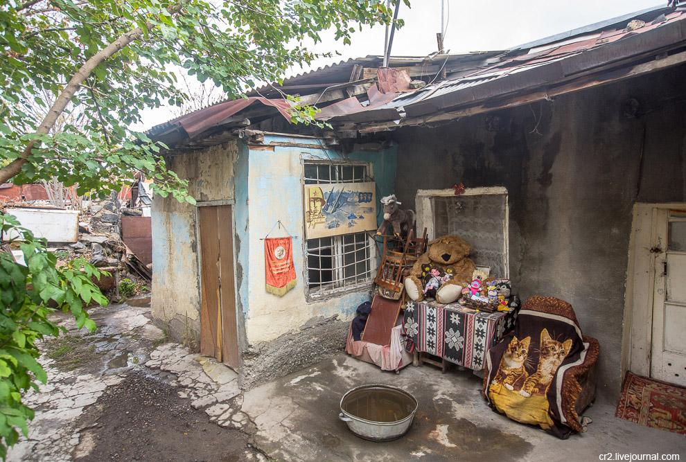 17. Когда говорят «трущобы», часто представляется мусор, грязь и антисанитария. Улицы Конда же