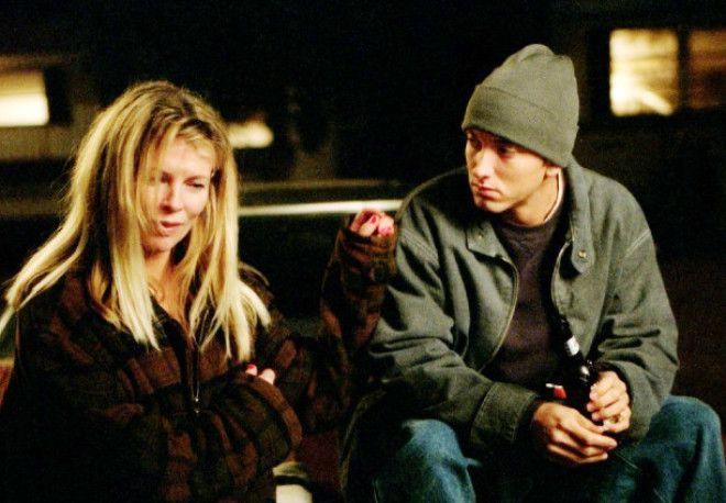 8 миля (2002) Фильм-биография Эминема. Парень настолько крут, что смог не только выжить в суровом че