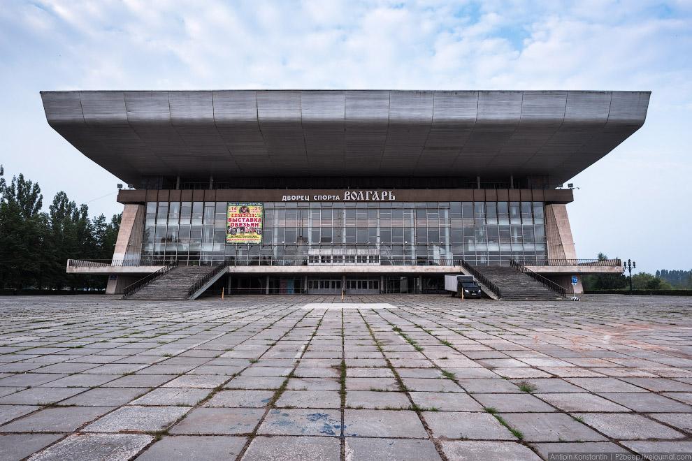 22. Он спроектирован архитектором Юрием Карпухиным в 1968—1969 годах. До 2013 года являлся домашней