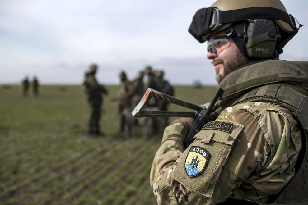 26. Учения полка «Азов», 19 марта 2015. (Фото Marko Djurica | Reuters):