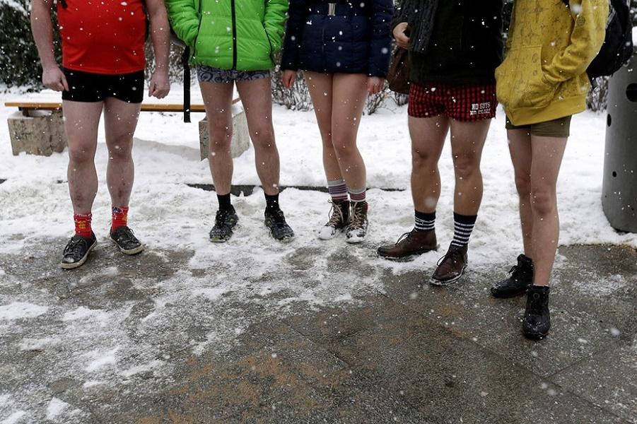 Первый флеш-моб этого года: Снимем брюки и поедем в метро