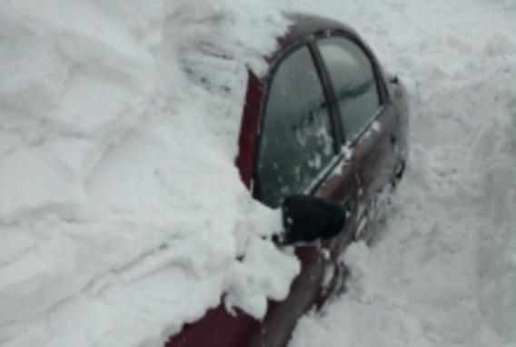 ВКемерово должник пытался спрятать отприставов свою машину всугробе