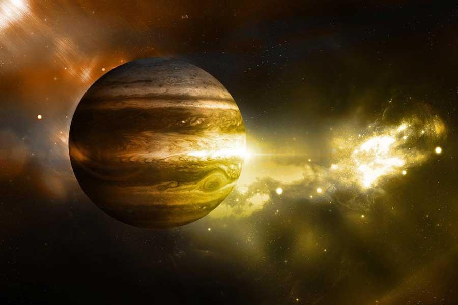 Ученые показали видео пролета над гигантскими ураганами Юпитера
