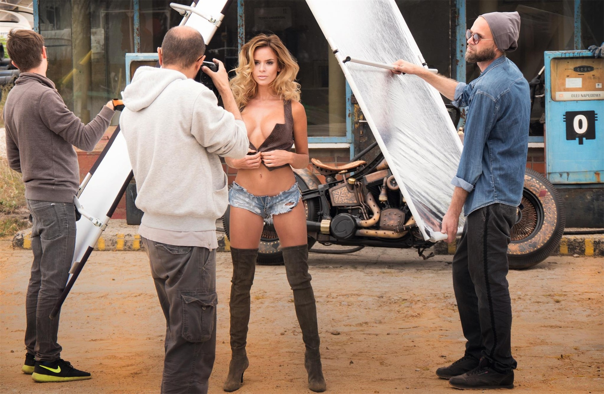 Inter Cars SA 2017 sexy calendar / behind the scene