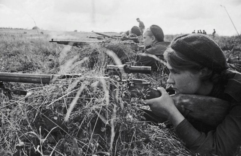 Советские женщины-снайперы на Калиниском фронте. 43.jpg