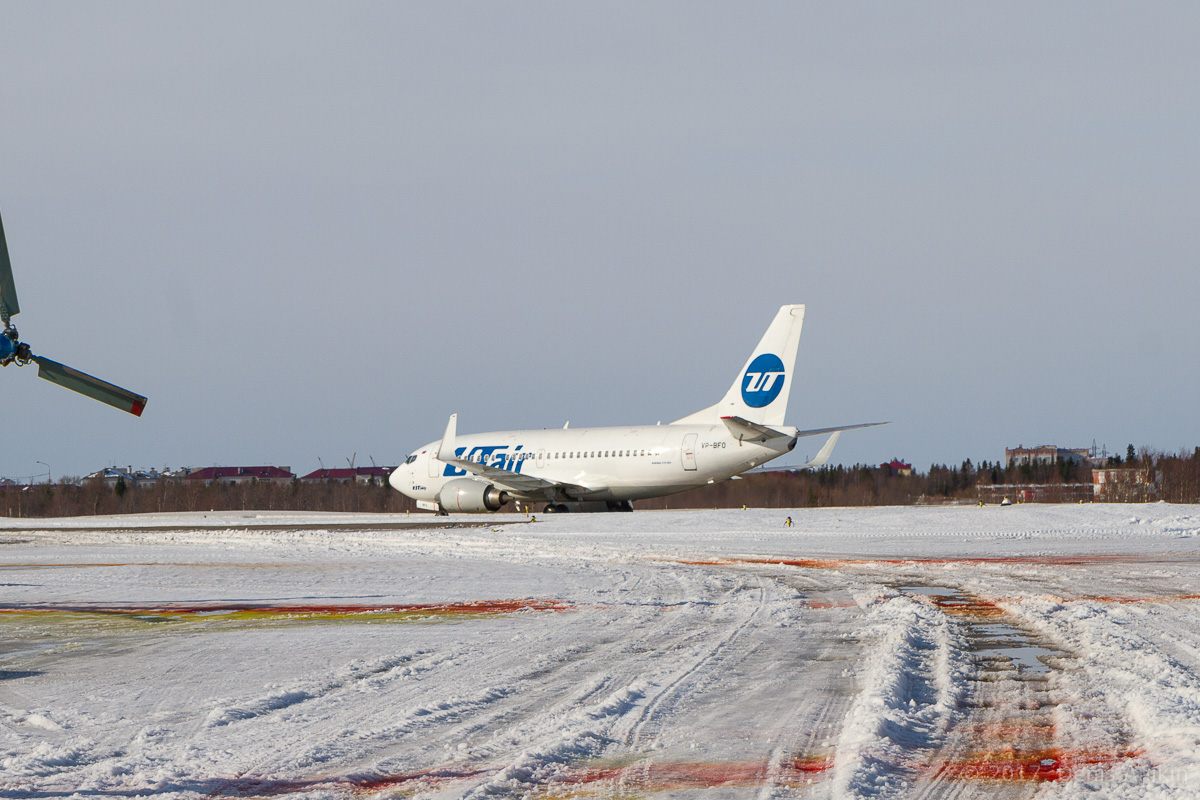 самолёт Boeing 737-524 VP-BFO UTair